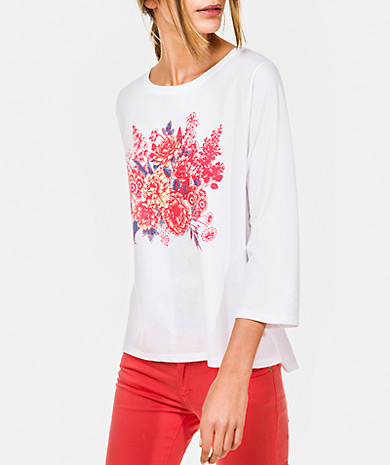 Floral print t-shirt with a round neckline, three-quarter sleeve and asymmetric hem