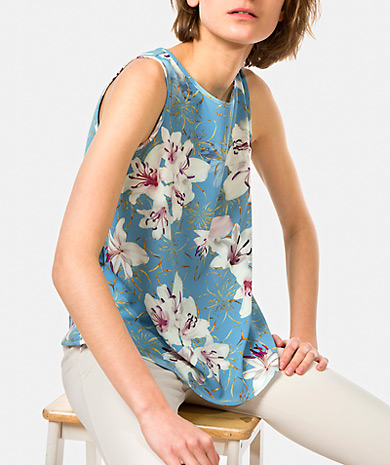 Floral print top with a round neckline, loose cut and keyhole with button back.