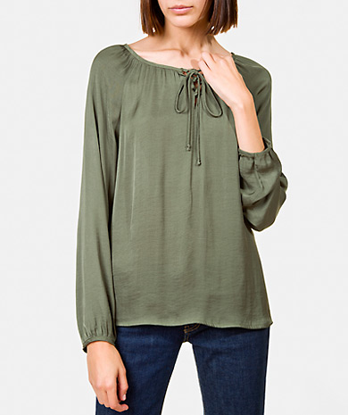 Gathered blouse with a round neckline and tie fastenings. Loose cut, long-sleeve and gathered cuff.