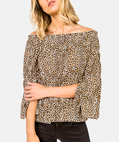 Leopard print blouse with elastic neckline, loose cut and 3/4 sleeve with gathered detail.