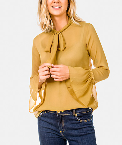 Pussy-bow chiffon blouse with loose cut, long sleeve and cuff with ruffle.