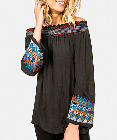 Embroidered off the shoulders blouse with loose cut and long sleeve