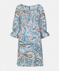 Printed dress with round neck with teardrop clasp with drawstring. Evasion cut, 3/4 sleeve with frill and lining