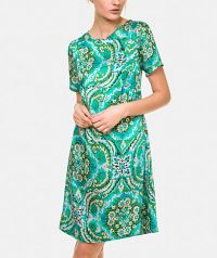 Printed dress with round neckline evasion cut short sleeve and button closure behind