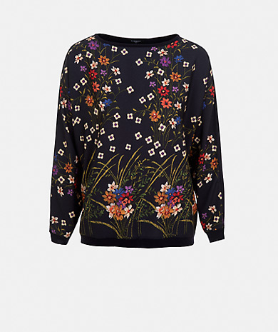 Knit sweater with fabric and front floral print, round neckline and long sleeve.