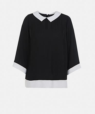 Two tone blouse with classic collar, 3/4 sleeve and fastening at the back.