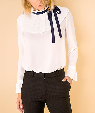 Pussy-bow plissé blouse with contrast ribbon, loose cut, long sleeve and button fastening at the back