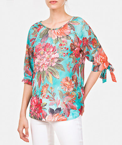 Floral print blouse with a round neckline