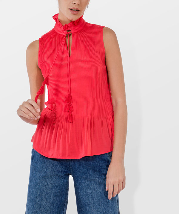 Plissé top with ruffle collar