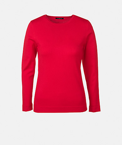 Round neck knit sweater with long sleeve.