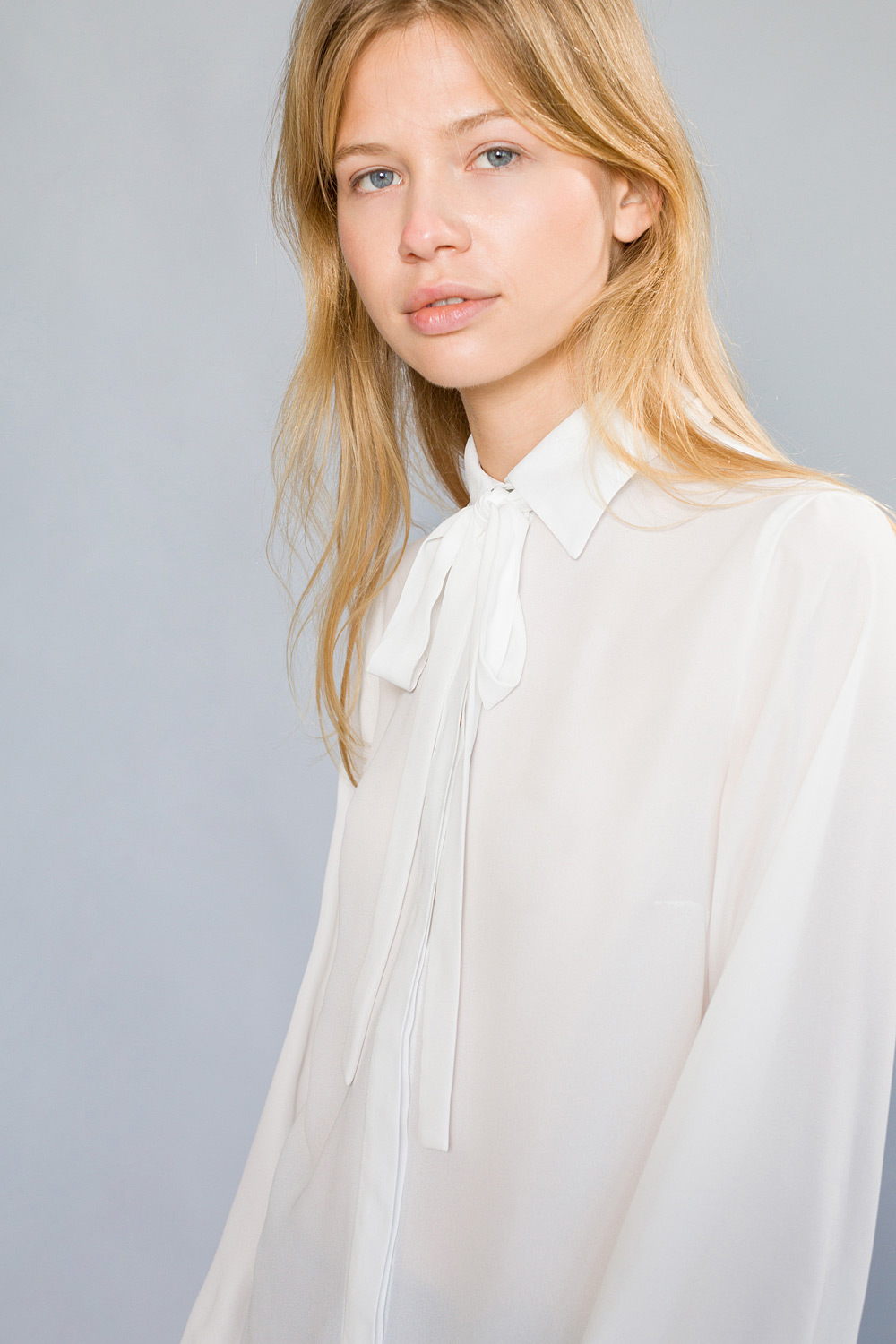 Bow-tie shirt with classic collar