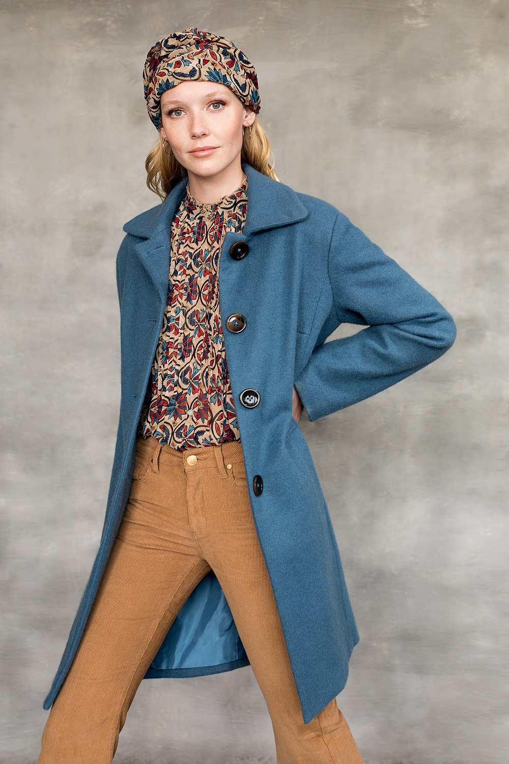 Woven coat with classic collar