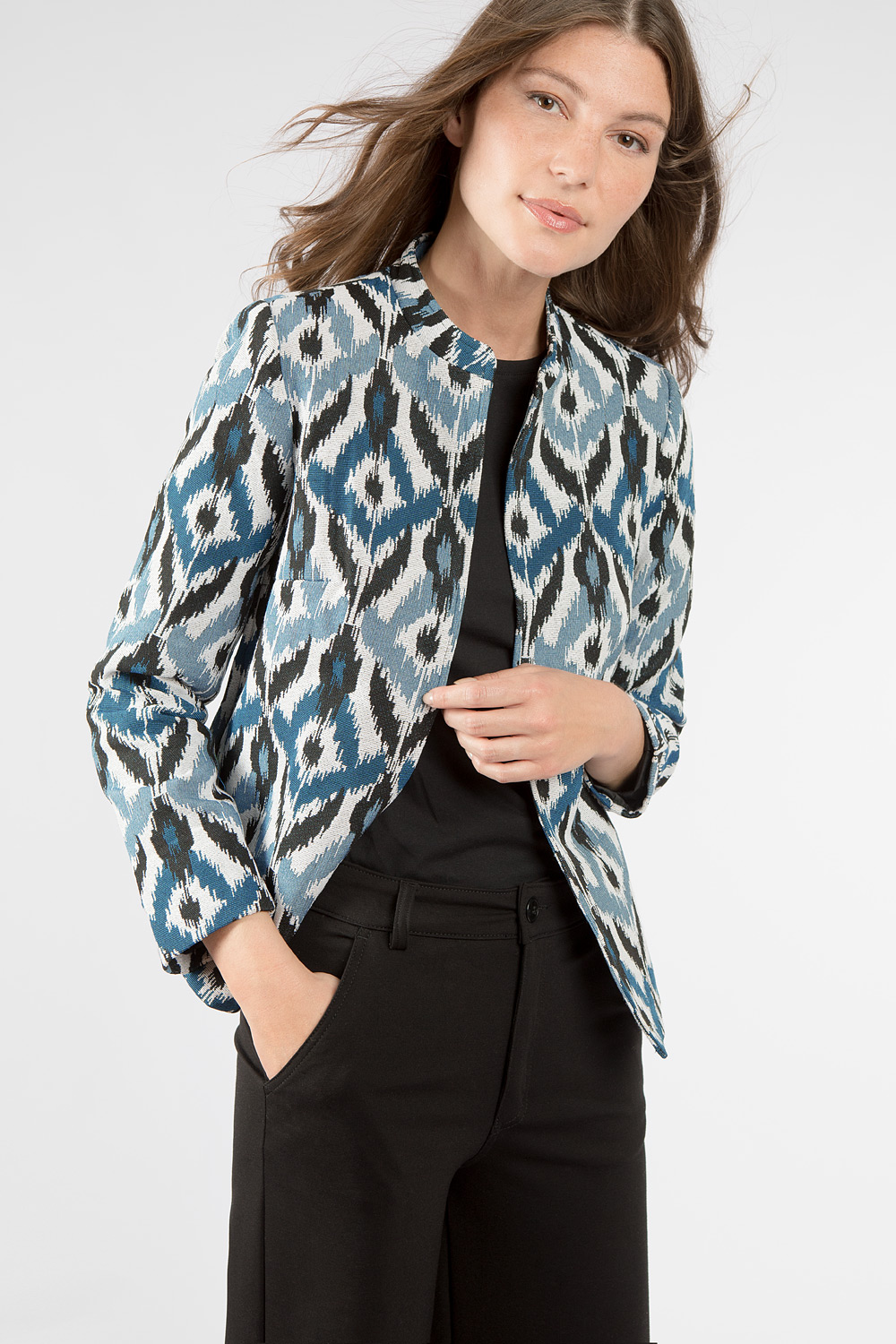 Short jacquard jacket